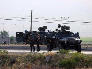 Lice'de polis ve jandarmaya saldırı