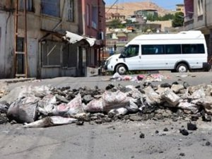 Silvan'da TOMA'ya roketli saldırı: 2 polis yaralandı