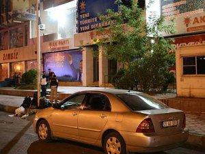 Diyarbakır'da AK Parti'ye saldırı, bir polis yaralı