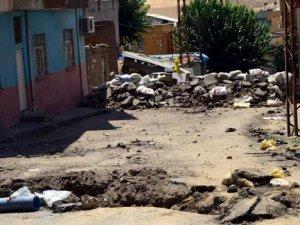 Sokağa çıkma yasağı olan Silvan'da 1 kişi öldürüldü