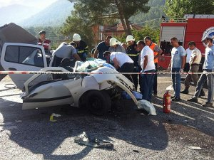 Antalya'da otobüs ile otomobil çarpıştı: 5 ölü, 1 yaralı