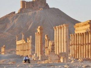 IŞİD tarihi tapınağı havaya uçurdu