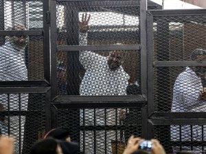 Mısır'da 14 İhvan liderine hapis cezası