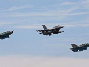 Irak, IŞİD'i F-16'larla vurdu