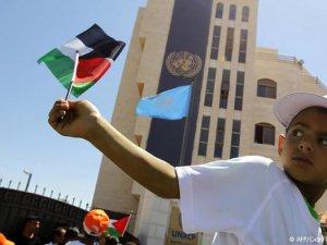 BM'ye Filistin bayrağı asılıyor