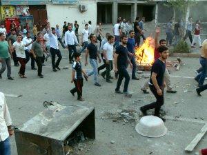 Sokağa çıkma yasağının sürdüğü Cizre'de protesto