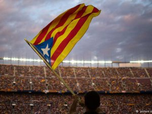 Katalanlar bağımsızlık için meydanlarda
