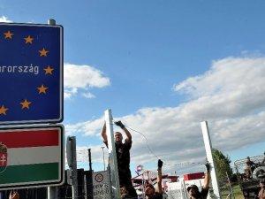 Macar askeri sığınmacılara karşı plastik mermi kullanacak