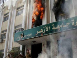 Ezher Üniversitesi'nde iki bina ateşe verildi