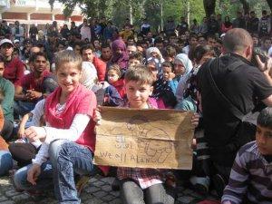 Sığınmacılar direniyor: Gitmiyoruz