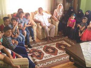 Öğretmen çift, 80 mülteciye ev sahipliği yapıyor