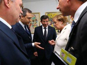 Davutoğlu-Merkel Görüşmesine Hakan Fidan da Katıldı