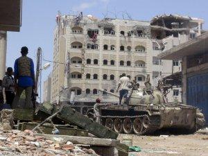 Yemen'de başbakanın kaldığı otel vuruldu