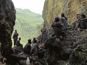 Financial Times: Batı'nın Kürt militanlara desteği azalıyor
