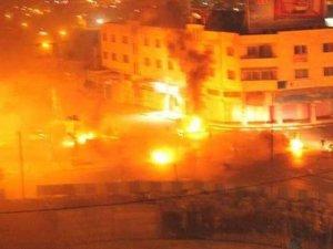 Filistinli gençler 'Yusuf Makamı'nı yaktı