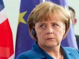 Merkel Kürtler için kaygılı