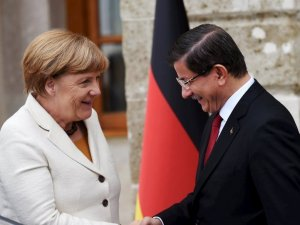 Merkel'in kritik İstanbul ziyareti başlad