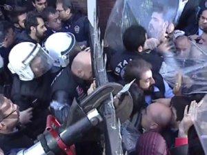 Polis Canlı Yayınları Zorla Durdurdu