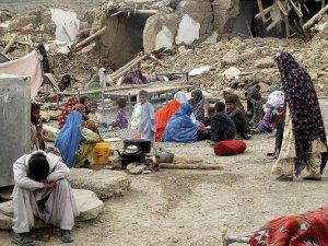 Afganistan ve Pakistan'da ölenlerin sayısı 323'e yükseldi