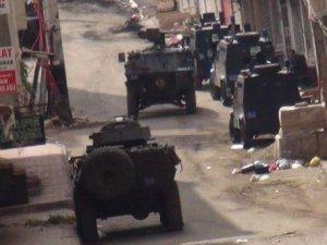 Diyarbakır'dak Operasyonlarda 1 Polis ve 1 Asker Hayatını Kaybetti