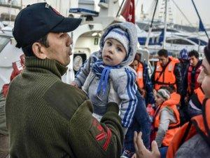 55 kişi batmak üzere olan bottan kurtarıldı