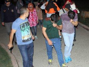IŞİD'e Katılmak Üzere Adana'ya Gelen 38 Kişi Yakalandı