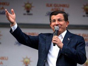 Davutoğlu: Önce özgürlükçü anayasa sonra başkanlık