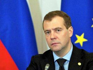 Medvedev: Türkiye ile ortak projeleri iptal edebiliriz