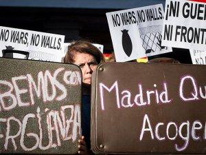 İspanya'da Halk Göçmenler İçin Ayakta