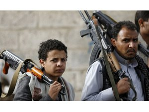 """Bin 476 çocuk Yemen'de """"savaşçı"""""""