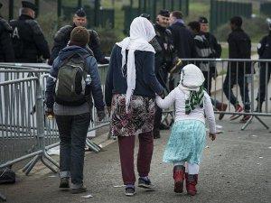 Fransa'da belediye sığınmacılara yemek vermeyi yasakladı