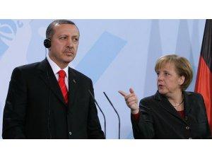 Merkel'den Erdoğan'a 'Nazi' yanıtı: Mazereti olamaz