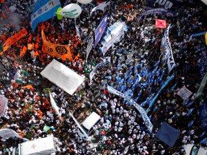 Arjantin'de işçilerden kemer sıkma protestosu