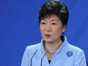 Güney Kore Devlet Başkanı Park azledildi