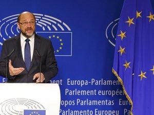 Schulz: Merkel, Erdoğan'a 'Yeter artık' demeli