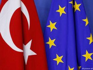 Hahn: Türkiye'ye Bazı Mali Yardımlar Durduruldu