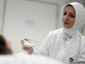 Adalet Divanı'nın başörtüsü kararına tepki