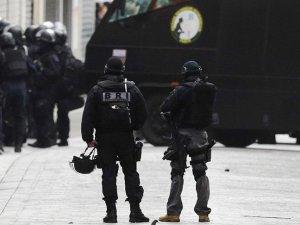 Fransa'da liseye silahlı saldırı