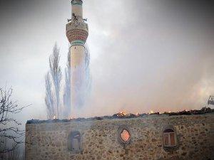 Yunanistan'da Camide Yangın