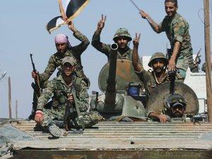 Suriye ordusu, Rakka yolundaki son engeli de aştı