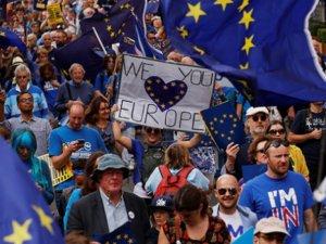 Brexit'in başlatılması Londra'da protesto edildi