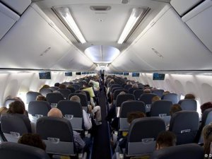 Qatar Airways yolculara bedava laptop dağıtacak