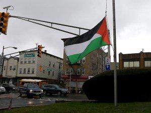 New Jersey'de Filistin bayrağı göndere çekildi
