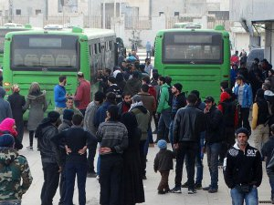 Suriye rejiminin kuşattığı Vaer'den tahliyeler devam ediyor