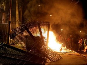 Kongre binası ateşe verildi