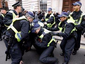 Londra'da çok sayıda gözaltı