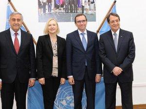 Kıbrıs'ta Küskün Liderler Buluştu