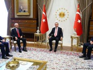 Ankara'da 'kontrollü darbe' tartışması büyüyor