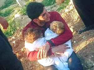 İdlib'deki saldırıda ikizlerini kaybeden baba: Tüm dünya bizi terk etti