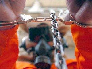 Guantanamo mahkumları hakkındaki iki suçlama düştü